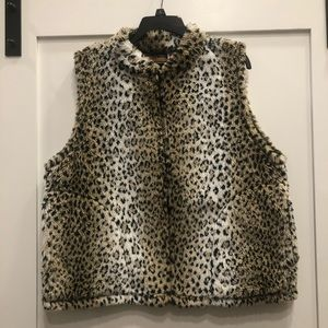 Cobblestone Canyon Cheetah Print vest w/ pockets